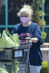 Ariel Winter in Comfy Outfit at a Local Market in Studio City 05/26/2021