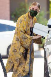 Ashlee Simpson – Getting Gas in Sherman Oaks 05/04/2021