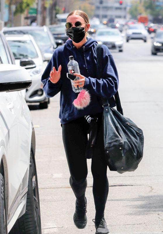 Ashlee Simpson - Leaving the Gym in LA 05/11/2021