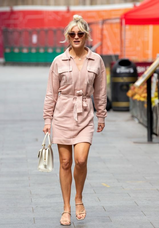 Ashley Roberts - Out in London 05/12/2021