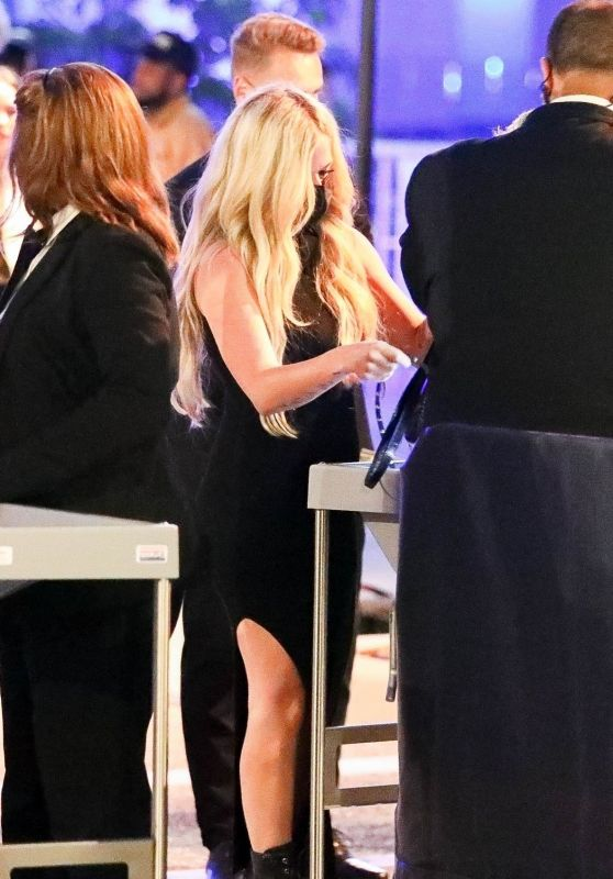 Avril Lavigne at Drake