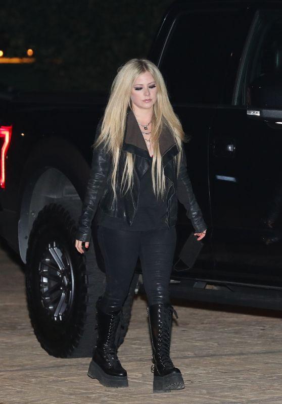 Avril Lavigne - Out in Malibu 05/02/2021