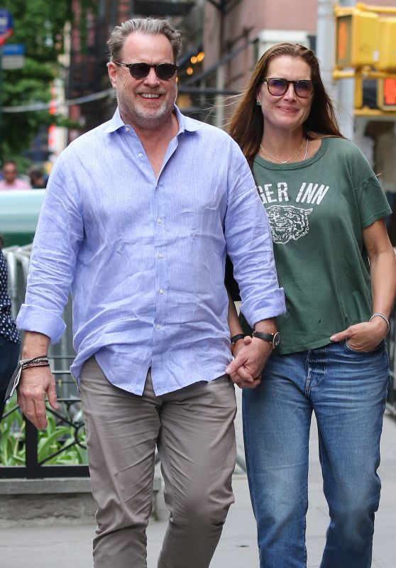 Brooke Shields With Husband Chris Henchy - Manhattan