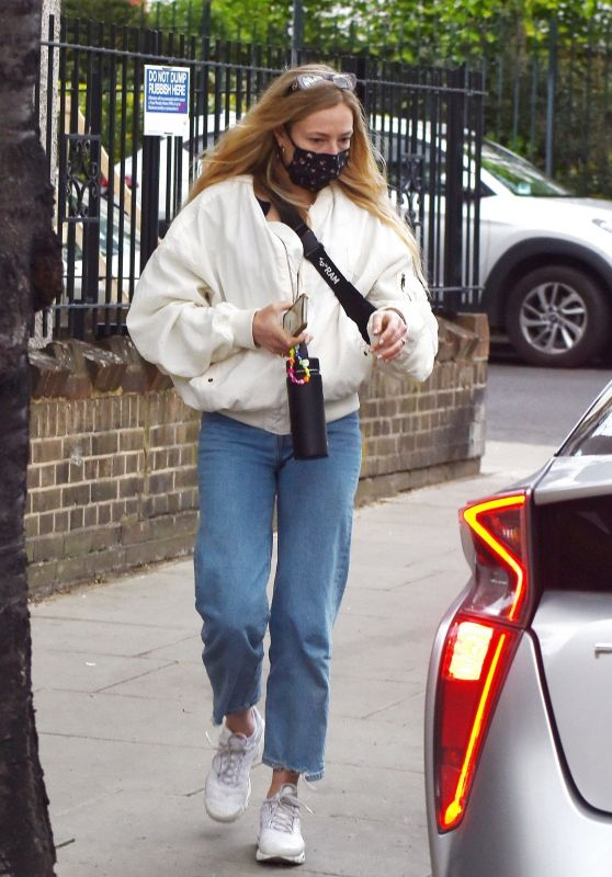 Clara Paget Street Style 05/07/2021