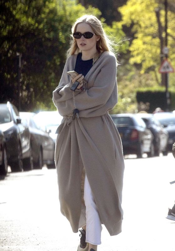 Ellie Bamber - Out in London 05/23/2021