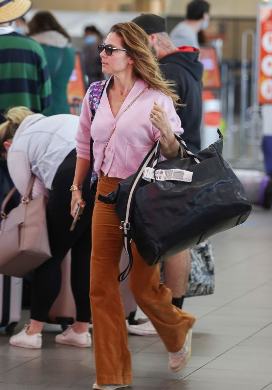 Elsa Pataky - Airport in Sydney 05/19/2021
