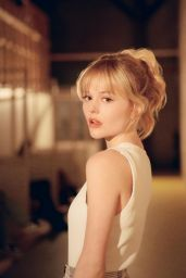 "Emily Alyn Lind - ""Gossip Girl"" Reboot Season 1 Poster, Photos and Teaser Trailer"