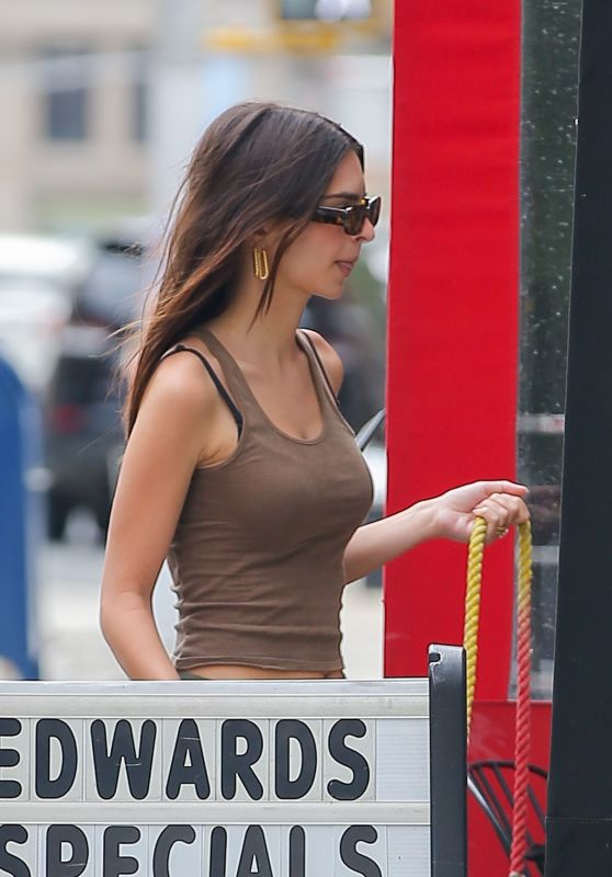 Emily Ratajkowski - Arriving at her Apartment in NYC 05/24/2021