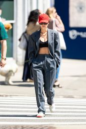 Emily Ratajkowski - Out for a Stroll in New York City 05/25/2021