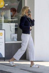 Gwyneth Paltrow - Out in Santa Monica 05/07/2021