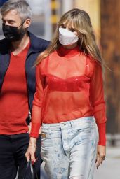 Heidi Klum in Ripped Jeans - Arrives to a Photoshoot in LA 05/12/2021