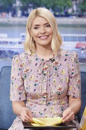 """Holly Willoughby - """"This Morning"""" TV Show in London 05/20/2021"""