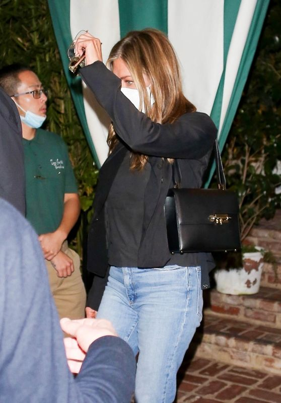 Jennifer Aniston - San Vicente Bungalows in West Hollywood 05/20/2021