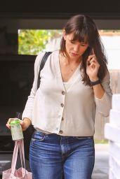 Jennifer Garner - Out in Brentwood 05/07/2021