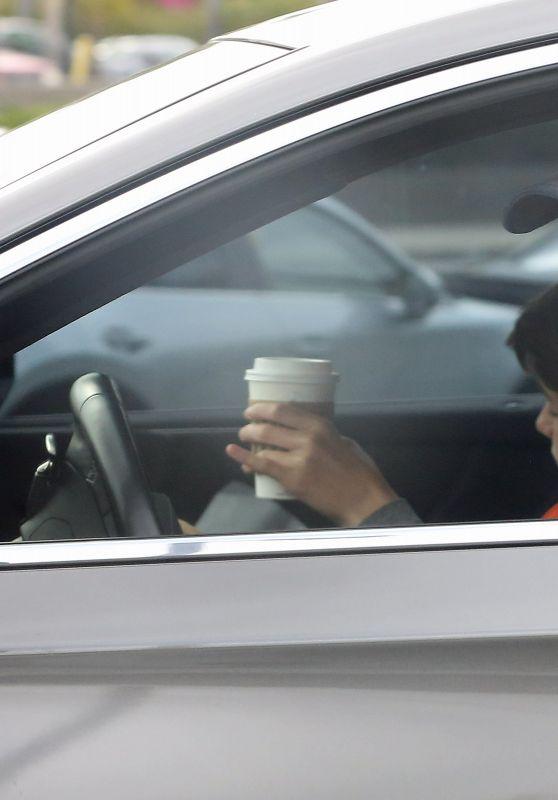 Jennifer Garner - Picks Up a Drive Thru Coffee at Starbucks 05/08/2021
