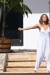 Jennifer Lopez Practices Her Stretches - Miami 05/25/2021