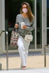 Jessica Alba - Arrives at Her Office in LA 05/12/2021