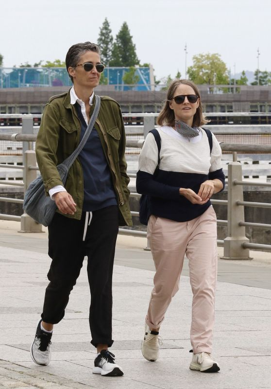 Jodie Foster With Her Wife Alexandra Hedison - Hudson River Park 05/24/2021