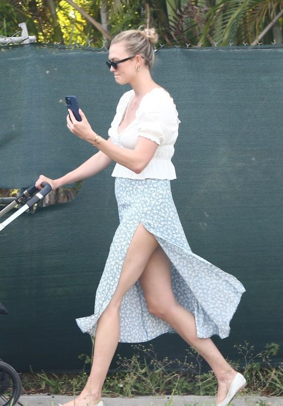 Karlie Kloss - Out For a Walk in Miami 05/11/2021