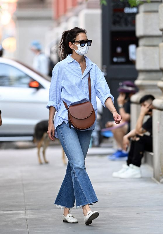 Katie Holmes - Shopping in New York 05/18/2021