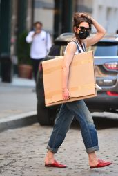 Katie Holmes Street Style - Shopping at Art Supply Stores in NYC 05/27/2021