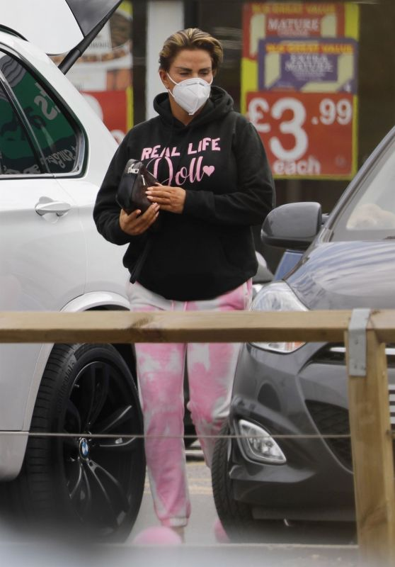 Katie Price at Her Local Pets Store in London 05/04/2021