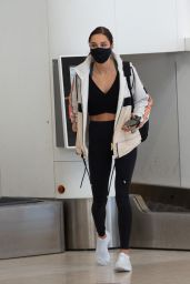 Kayla Itsines - Adelaide Airport 05/30/2021