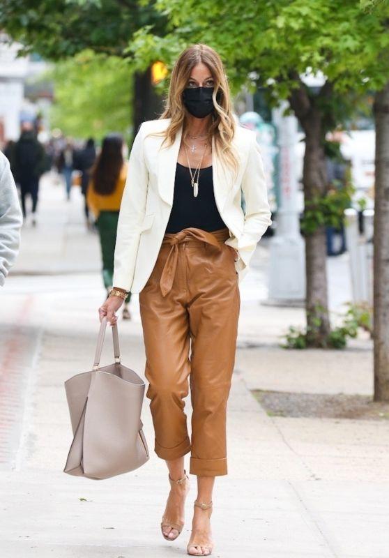 Kelly Bensimon Chic Street Style - NYC 05/11/2021