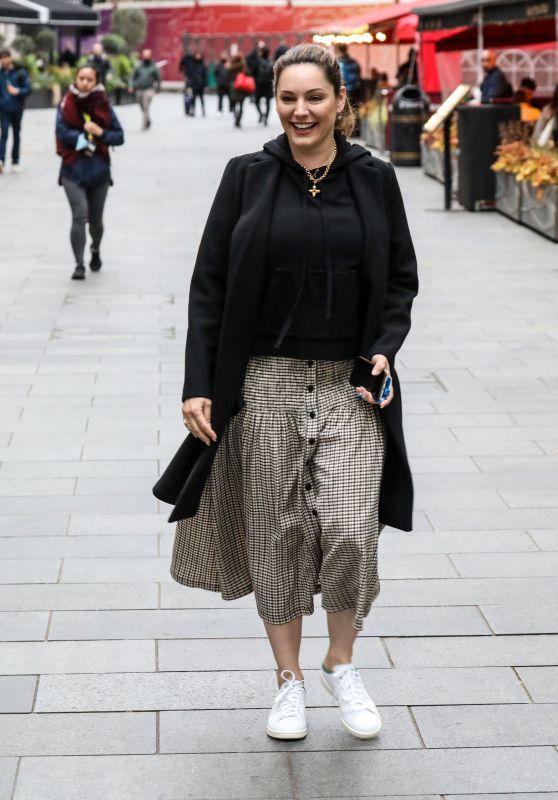 Kelly Brook Street Style - London 05/14/2021