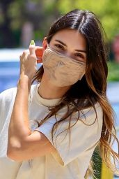 Kendall Jenner - Delivers 818 Tequila to Lucky Fans in LA 05/19/2021