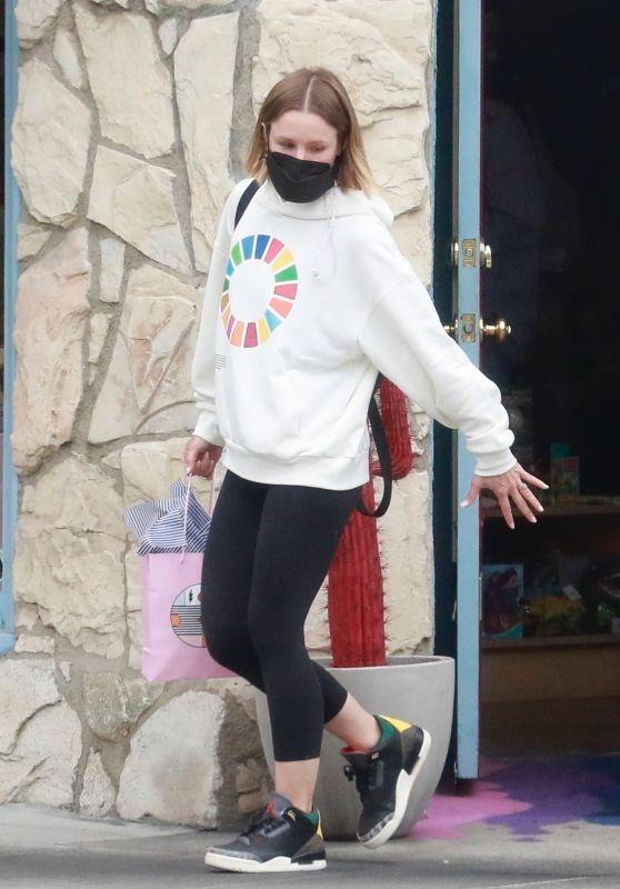 Kristen Bell - Shopping in Los Feliz 05/16/2021