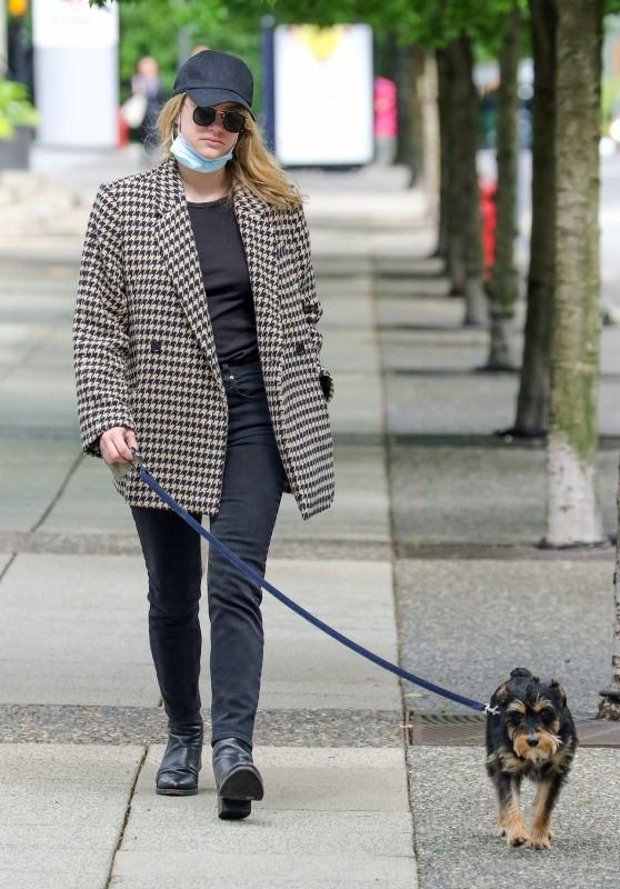 Lili Reinhart - Out in Vancouver 05/27/2021