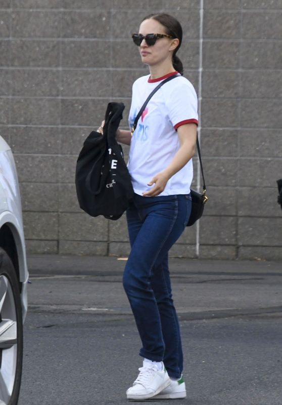 Natalie Portman in Casual Outfit - Sydney 05/04/2021