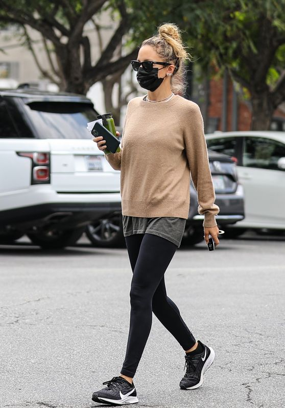 Nicole Richie - Out in Los Angeles 05/15/2021