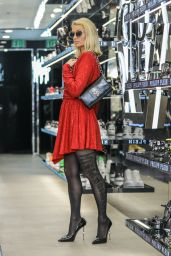 Paris Hilton - Shopping on Rodeo Drive in Beverly Hills 05/12/2021 (I)