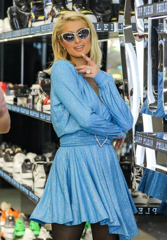 Paris Hilton – Shopping on Rodeo Drive in Beverly Hills 05/12/2021 (II)
