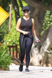 Reese Witherspoon in Tight Black Spandex Leggings - Brentwood 05/01/2021