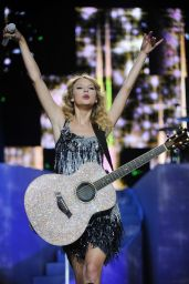 Taylor Swift - Performs at Madison Square Garden in NY 08/27/2009