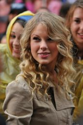 Taylor Swift - Performs on the NBC Today Show Live in NYC 05/29/2009