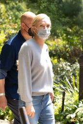 "Uma Thurman - ""Suspicion"" Set in Central Park 05/18/2021"