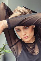 Wallis Day - Virtual Press Portraits for Batwoman May 2021