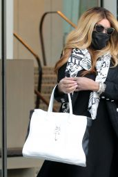 """Wendy Williams - """"Leaves Her Apartment in NY 05/11/2021"""