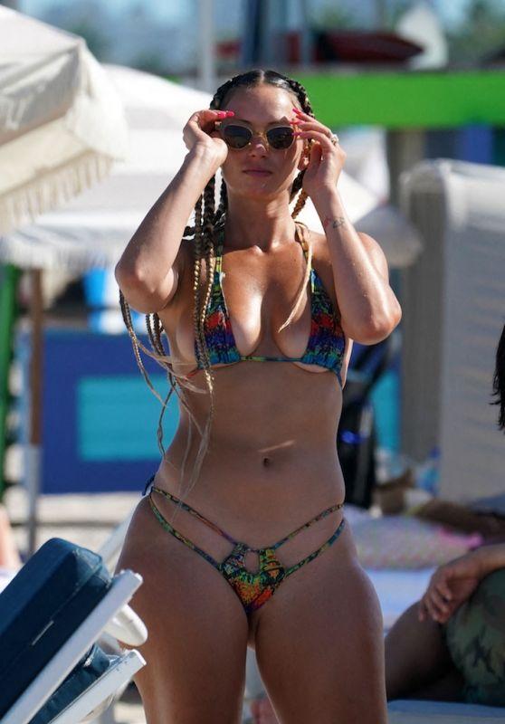 YesJulz in a Bikini 05/02/2021