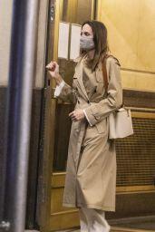 Angelina Jolie - Leaving Her Ex-husband Jonny Lee Miller