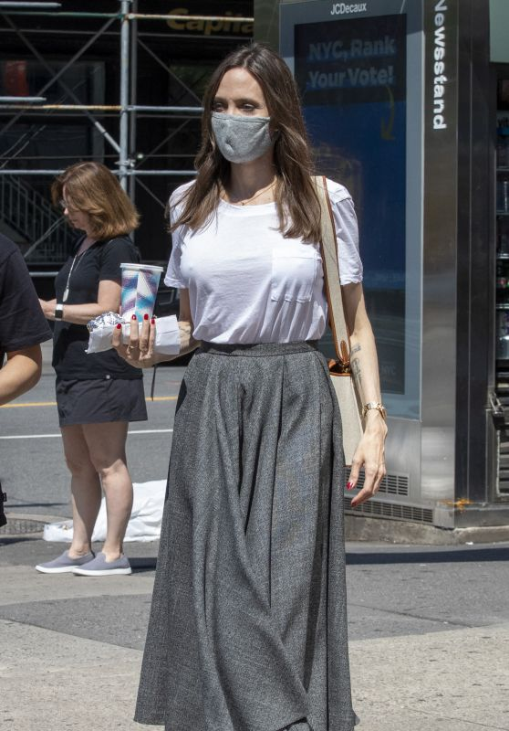Angelina Jolie - Out in New York 06/07/2021