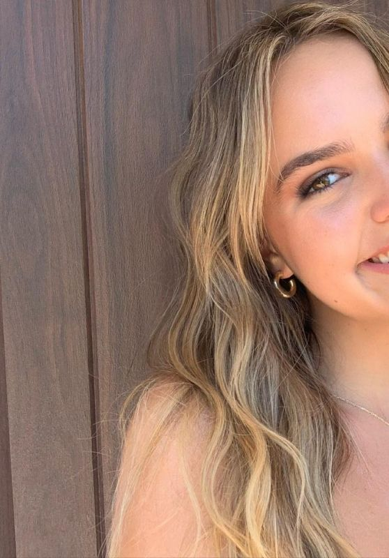 Bailee Madison - Live Stream Video and Photos 06/28/2021