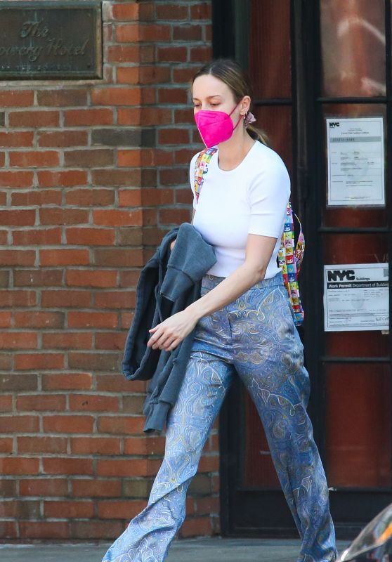 Brie Larson - Out in New York 06/06/2021