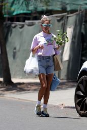 Chantel Jeffries - Shopping at the Farmers Market on Melrose Place in West Hollywood 06/27/2021