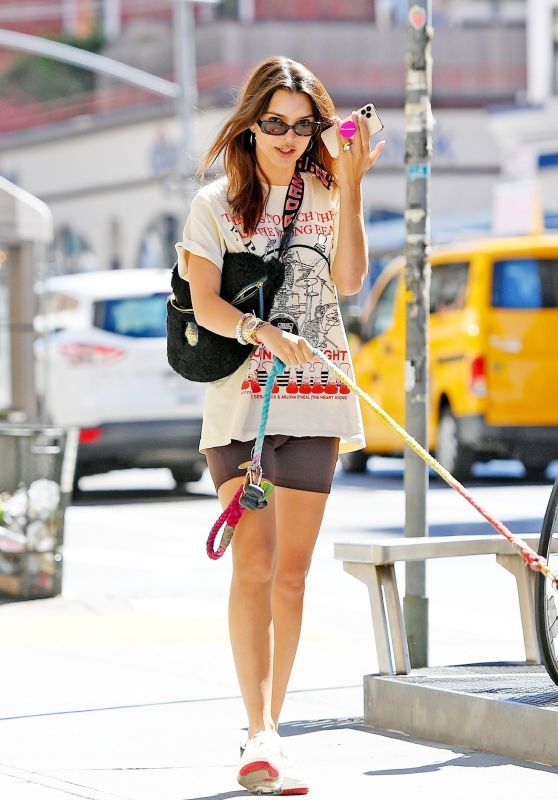 Emily Ratajkowski Chats on the Phone - New York 06/16/2021