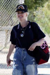 Gwen Stefani - Out in Santa Monica 06/12/2021